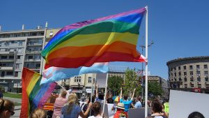Regenbogenfahnen auf der Pride Parade in Serbien 2019, by Bojan Cvetanovic