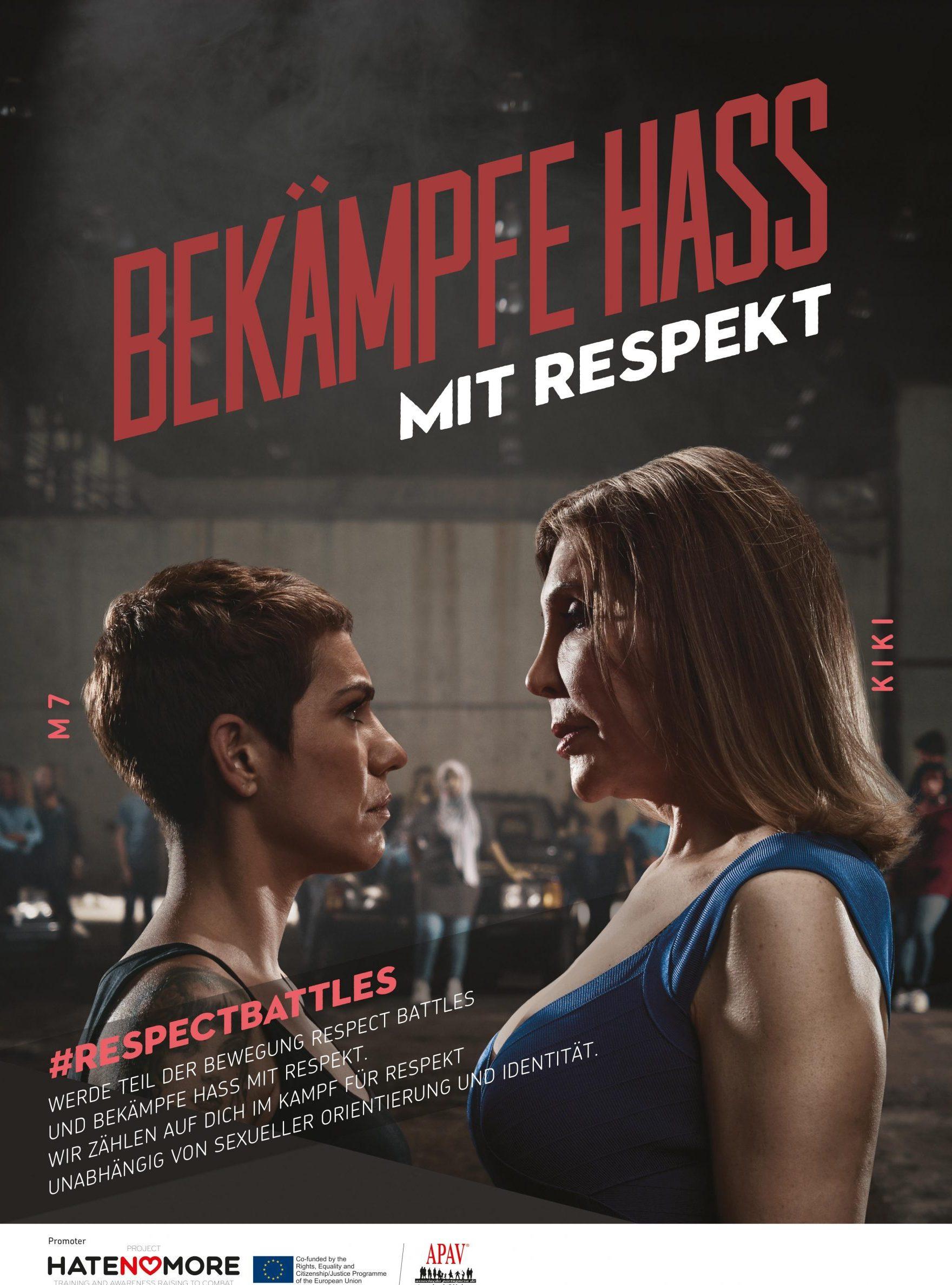Das Bild zeigt zwei Frauen die sich bedrohlich gegenüber stehen.